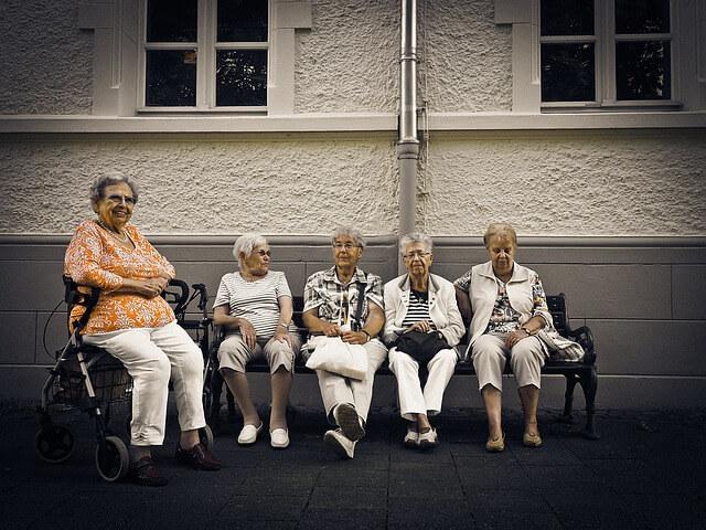 pensioners-1172275_640